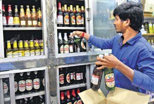 शराब की दुकानें खोलने के पीछे सिर्फ आर्थिक कारण है