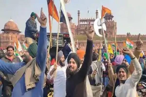 लाल किला हिंसा : दिल्ली पुलिस ने गणतंत्र दिवस पर किसानों की ट्रैक्टर परेड के दौरान लाल किले पर हुई हिंसा में कथित तौर पर शामिल...........