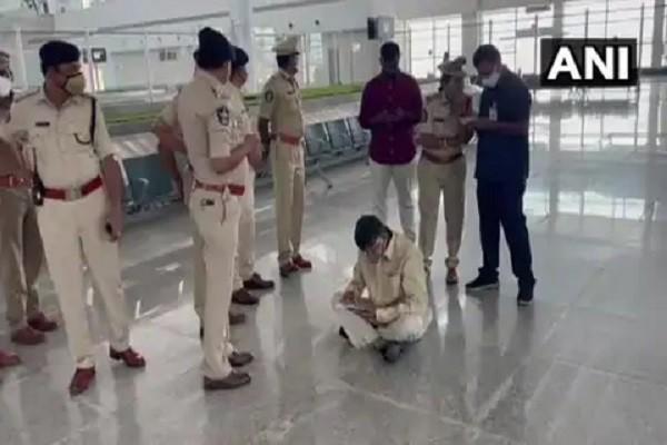 एन चंद्रबाबू नायडू : आंध्र प्रदेश के पूर्व मुख्यमंत्री एन चंद्रबाबू नायडू को तिरुपति हवाई अड्डे पर हिरासत में ले लिया गया है। शुरुआती.......