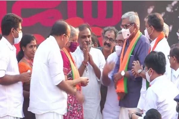 केरल हाई कोर्ट : केरल विधानसभा चुनाव में मेट्रो मैन ई श्रीधरन के बाद उस समय एक और बड़ी एंट्री हुई जब रविवार को केरल हाई कोर्ट के पूर्व.......
